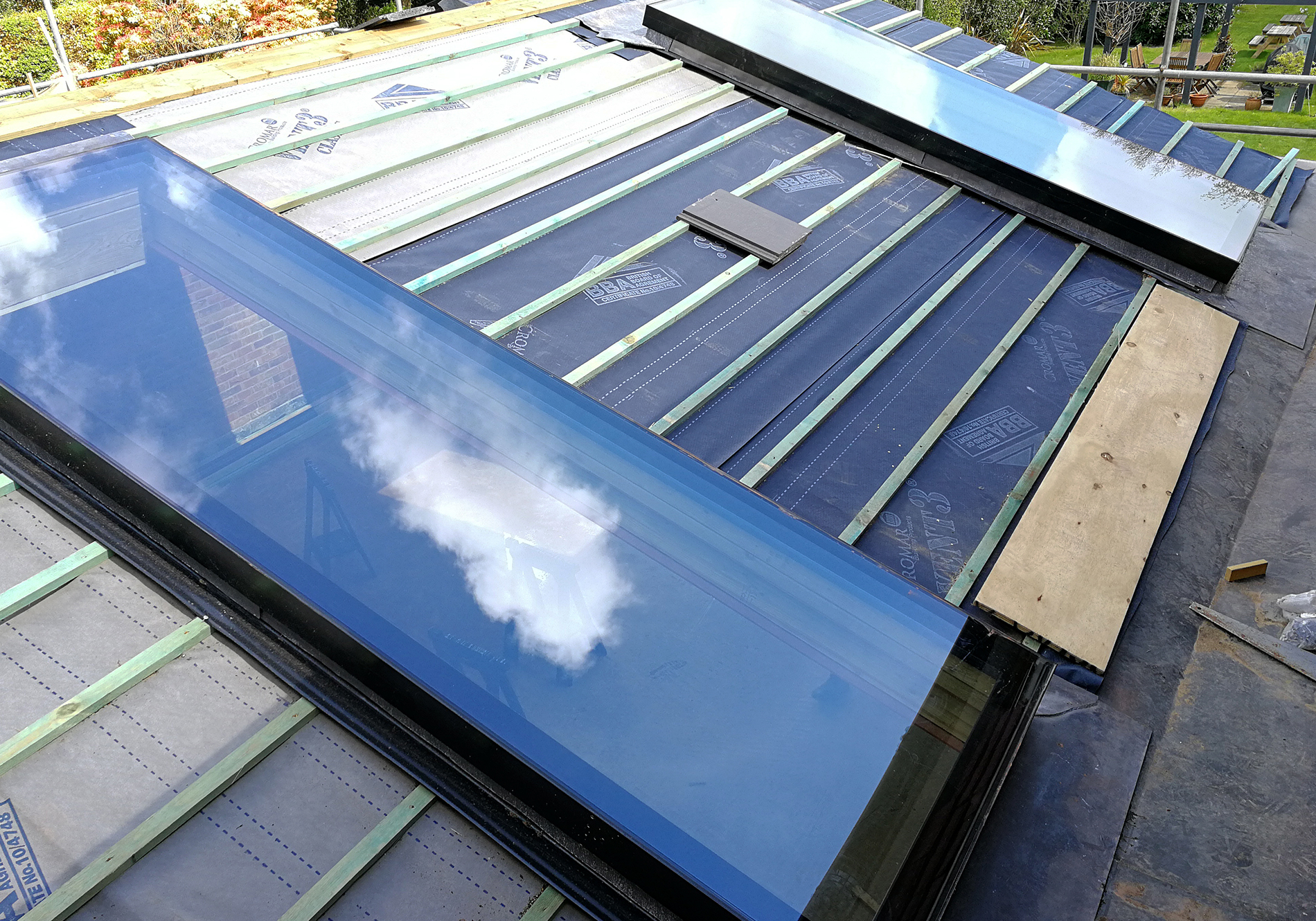 Exact-pine-view-close-pure-glass-flat-roof-lights_01