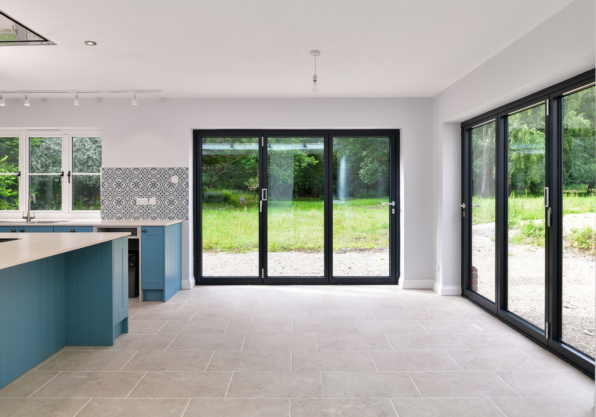 fd85 bifold in East Horsley home renovation